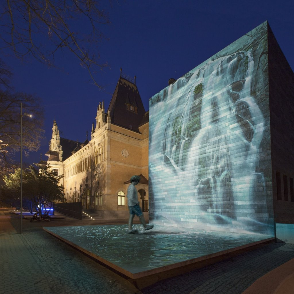 Water projected onto wall with Skin Changer